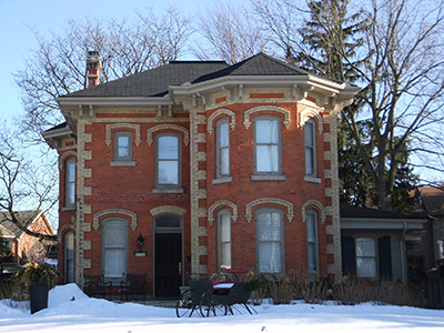 Front view of 176 Wilson Street, Ancaster, Ontario