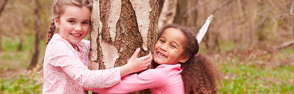 Children hugging a tree